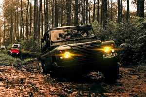 Off-road driving Land Rover